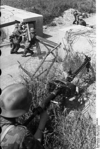 An Answer For The Much Debated Spray Painted Camo Helmets? A Rare Period Photo!