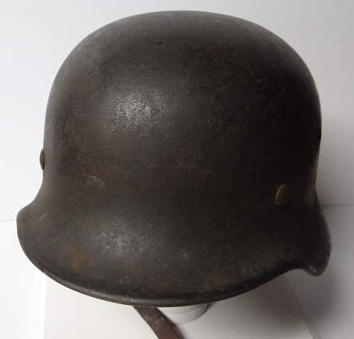 Two sd m40 heer helmets - which one to keep?  Which to sell?