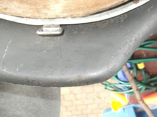 M 42  et 64  marked helmet