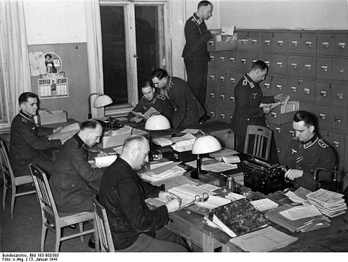 Click image for larger version.  Name:Bundesarchiv_Bild_183-B00193_Wehrmeldeamt.jpg Views:23 Size:72.5 KB ID:921179