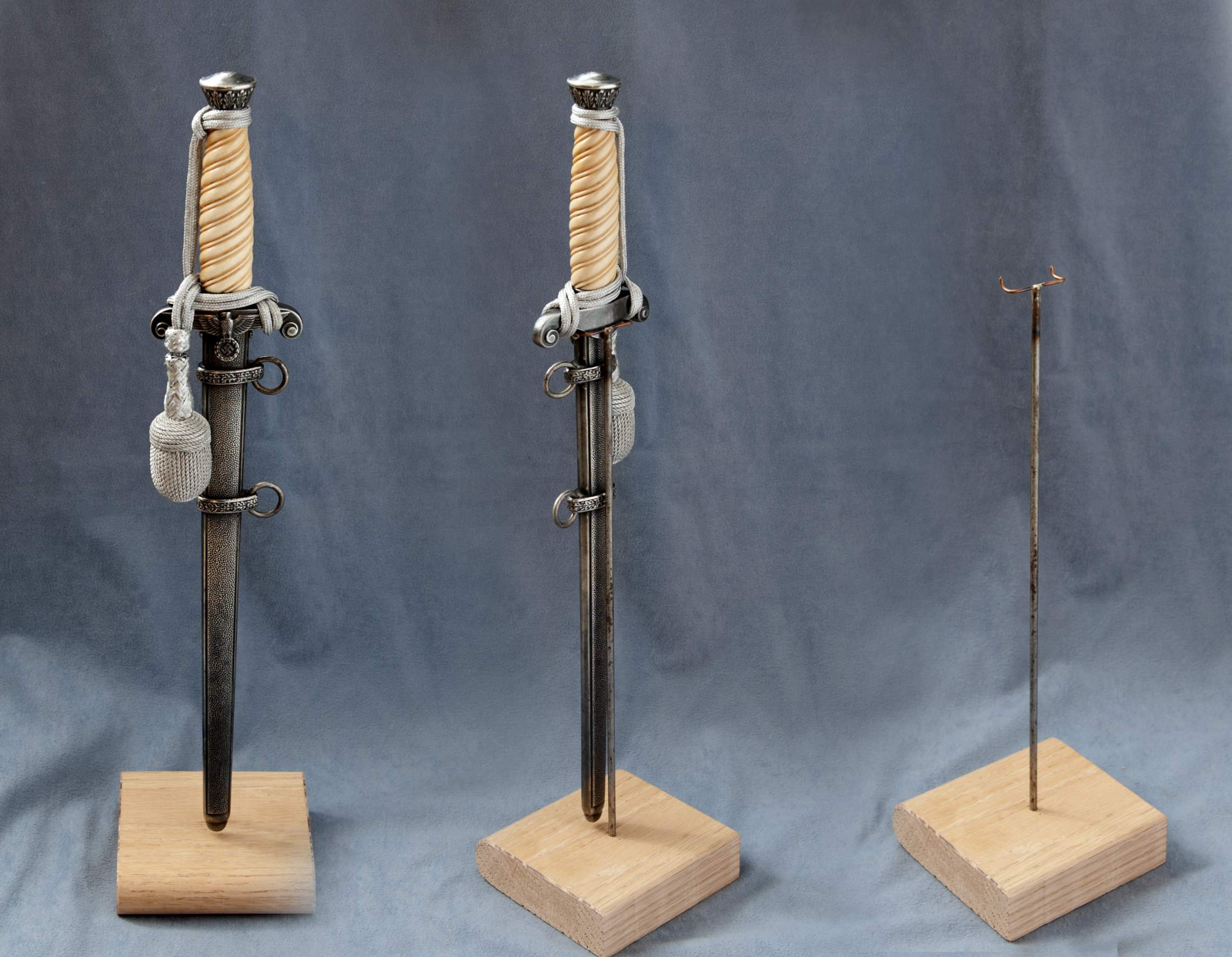 display stand dagger