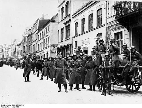 Click image for larger version.  Name:Bundesarchiv_Bild_119-2815-20,_Wismar,_Kapp-Putsch,_Freikorps_Roßbach.jpg Views:20 Size:87.1 KB ID:637326