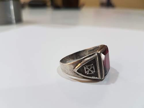 2 Rings need help to identify.
