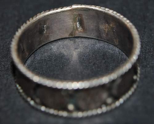 Ladies silver ring