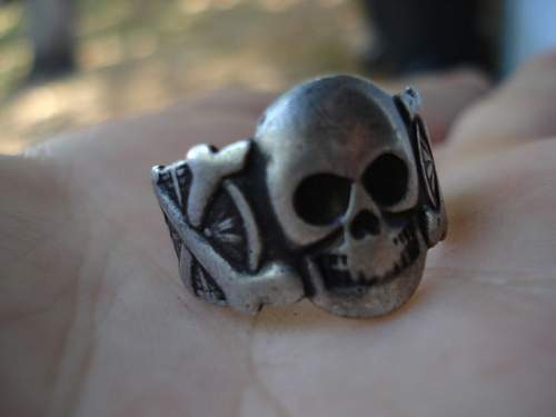 Click image for larger version.  Name:skull ring1.jpg Views:82 Size:33.0 KB ID:191025