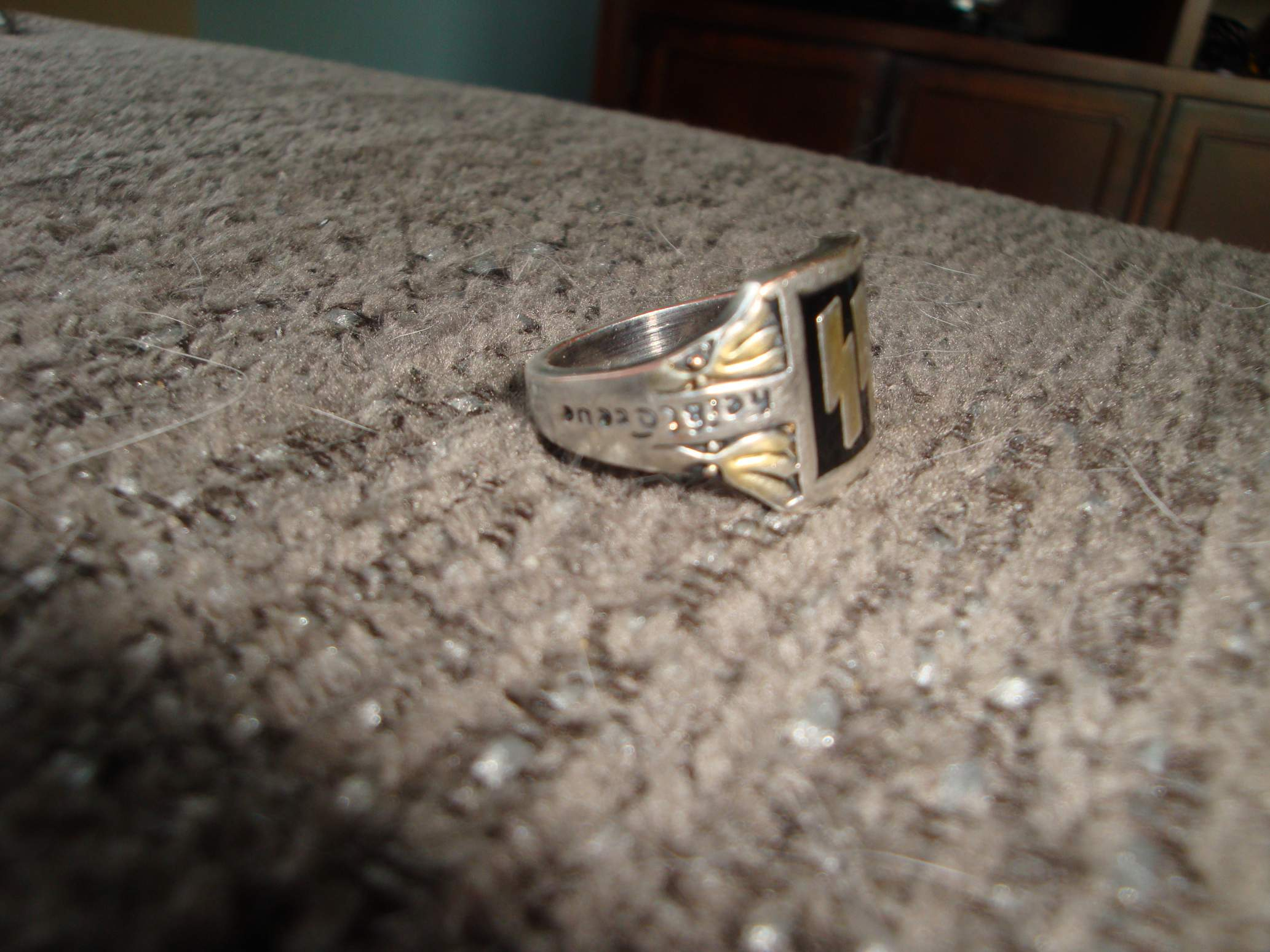 how to tell a real ring from a fake