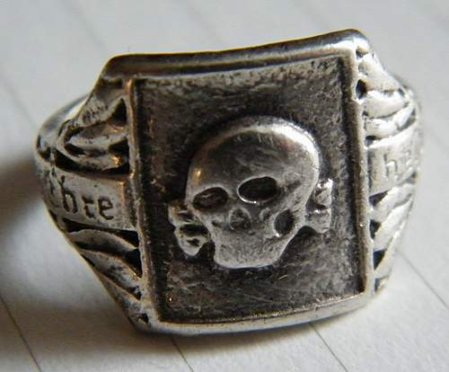 Click image for larger version.  Name:skull ring #1.jpg Views:151 Size:78.9 KB ID:375658