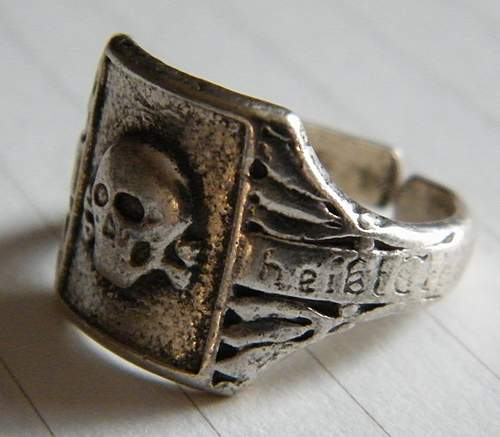 Click image for larger version.  Name:skull ring #3.jpg Views:176 Size:297.5 KB ID:375660