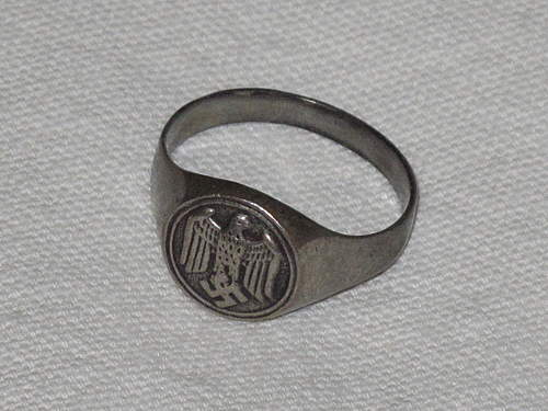 Hello all i dont know if this is the right place but can you help me with this german ring.