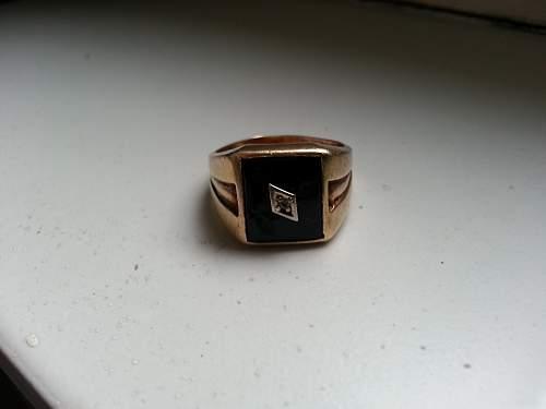 Gold/black ring