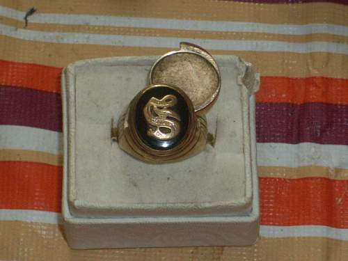 WWII Officer Poison Ring, original?