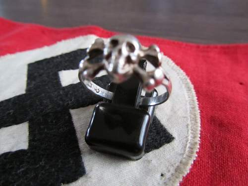 Skull ring find