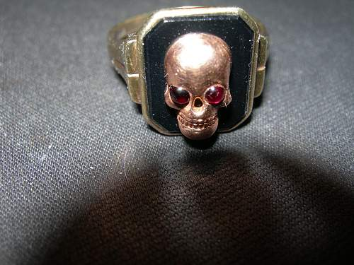SS Worn Skull Ring With Black Onyx-in Gold