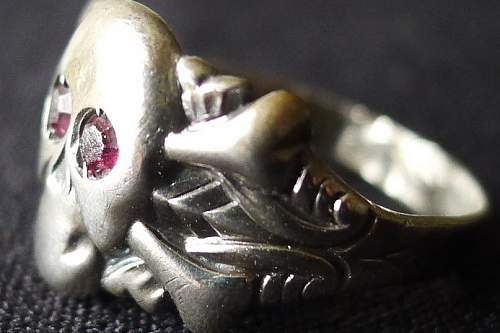 Click image for larger version.  Name:Skull ring side_2.jpg Views:40 Size:37.3 KB ID:912377