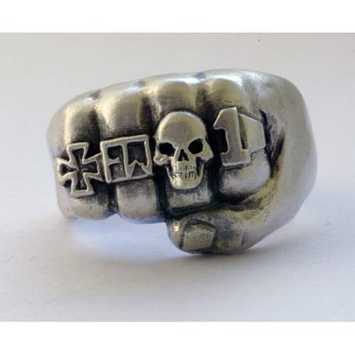 Does anyone know what kind of ring is it?