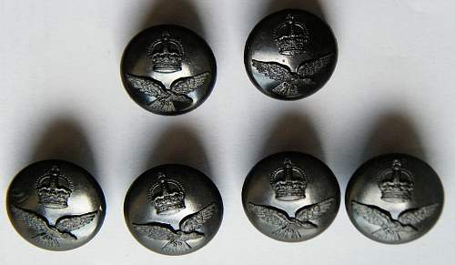 Click image for larger version.  Name:RAF plastic buttons.jpg Views:53 Size:221.6 KB ID:655200