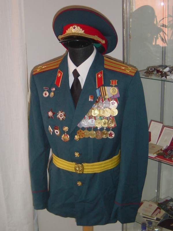 uniforms of the soviet medical service page 2