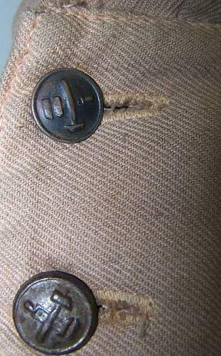 which collar tabs with this tunic?