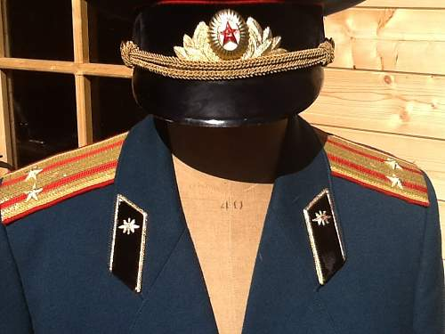 Quick questions On a dress uniform I've been given