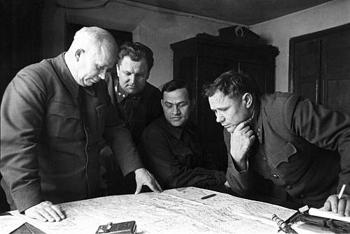 Click image for larger version.  Name:Khrushchev and Chuikov.jpg Views:73 Size:64.6 KB ID:794693