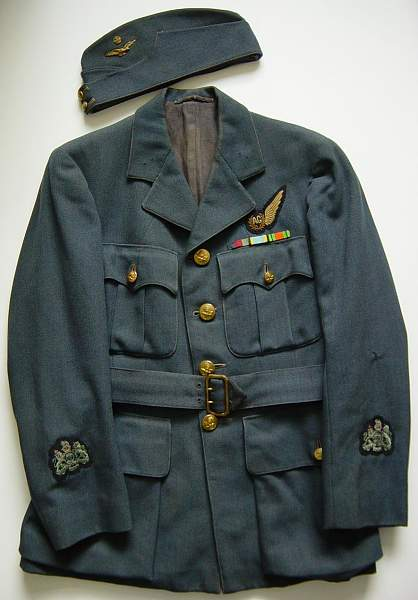 Click image for larger version.  Name:RAF service dress jacket and fs cap..JPG Views:2022 Size:133.0 KB ID:18540