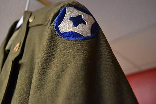 Help with insignia on Service Jacket