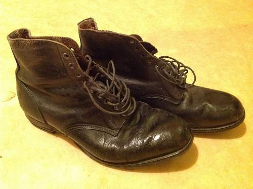 1941 dated boots