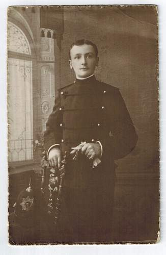Victorian uniform to id.