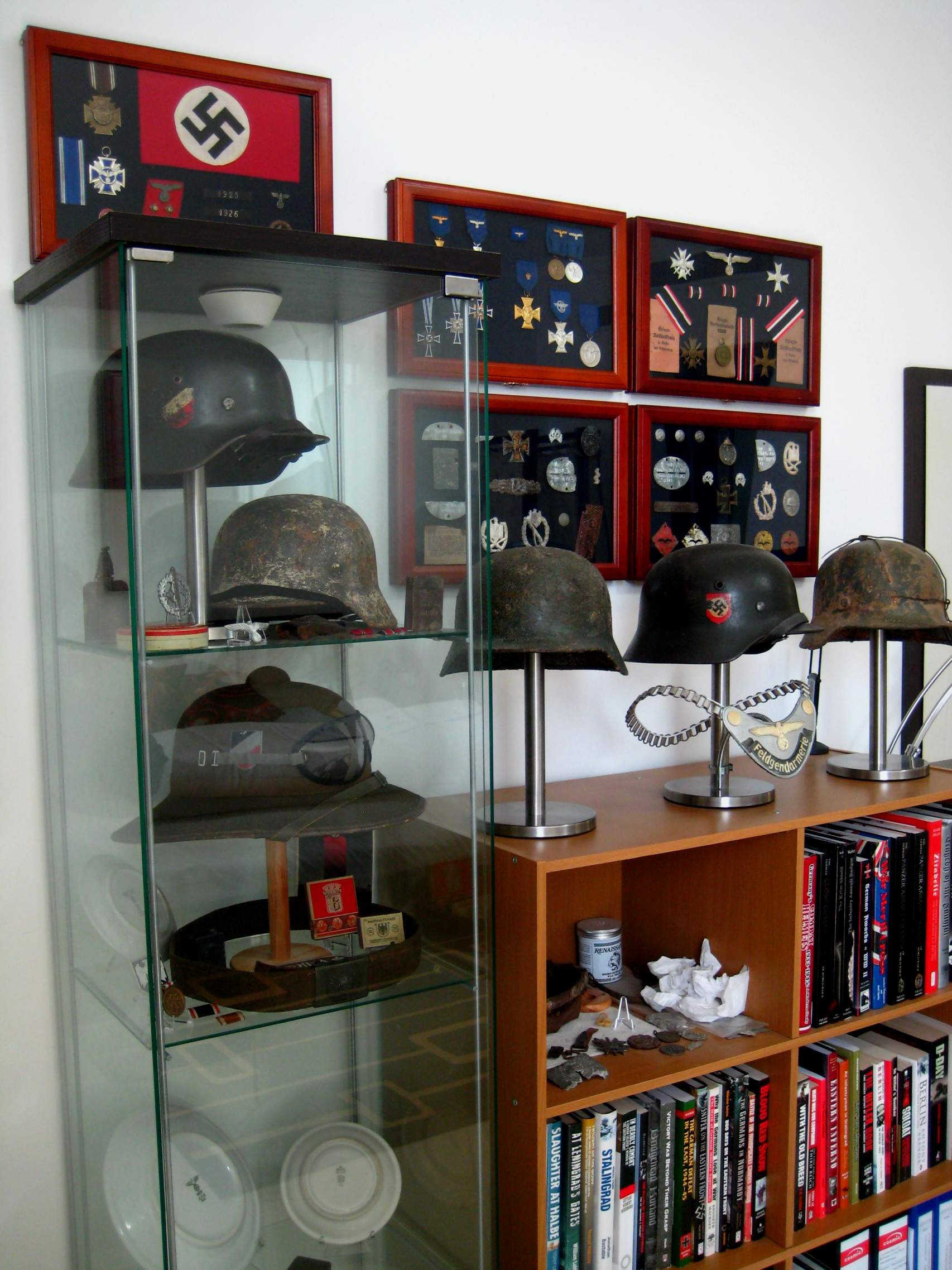 helmet display page 4. Black Bedroom Furniture Sets. Home Design Ideas