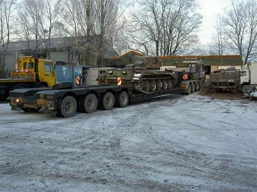 Click image for larger version.  Name:cromwell on lowloader.jpg Views:597 Size:76.2 KB ID:239585