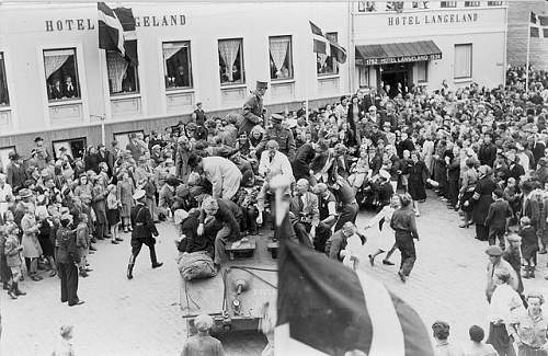 Click image for larger version.  Name:Staghound 1st Royal Dragoons Langeland Denmark 1945.jpg Views:904 Size:102.4 KB ID:450269