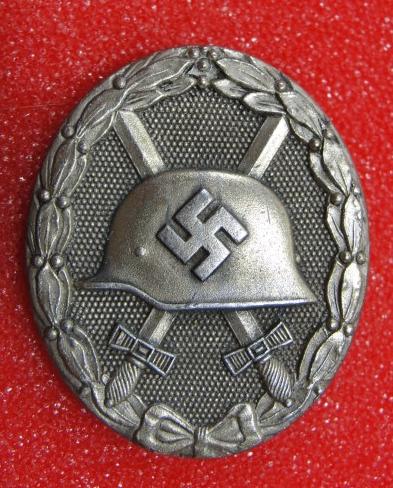 """Wound Badge (Verwundetenabzeichen?) in Silber Marked """"65"""""""