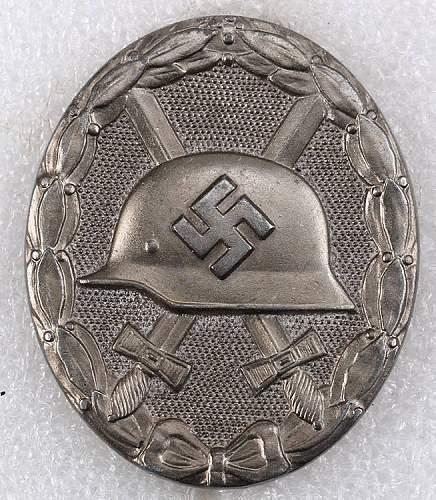 Verwundetenabzeichen in Silber maker mark 26 authentic/ more info?