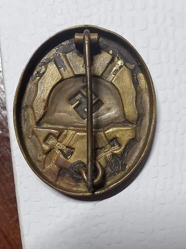 Need help with this Verwundetenabzeichen 1939 in Schwarz please