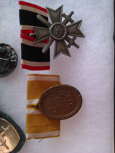 What do you think of this medal group??? URGENT!