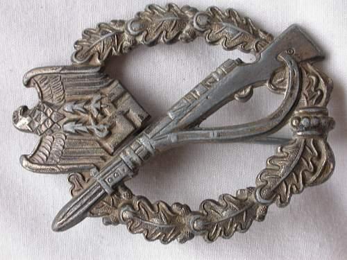 Verwundetenabzeichen, KVK1, Allegemeine and Infanterie Sturm Abziechen for review.