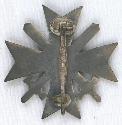 New badges- Gold Verwundetenabzeichen and KVK1 mit Schwertern