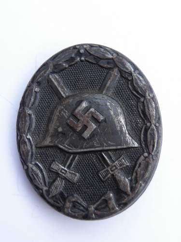 verwundetenabzeichen schwarz , marked 32