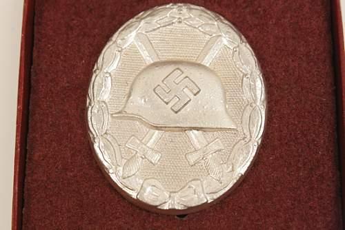 Verwundetenabzeichen 1939 in Silber, maker marked 107
