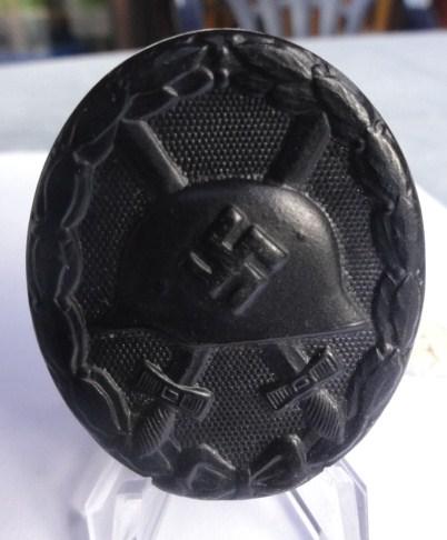 Verwundetenabzeichen in Schwarz.