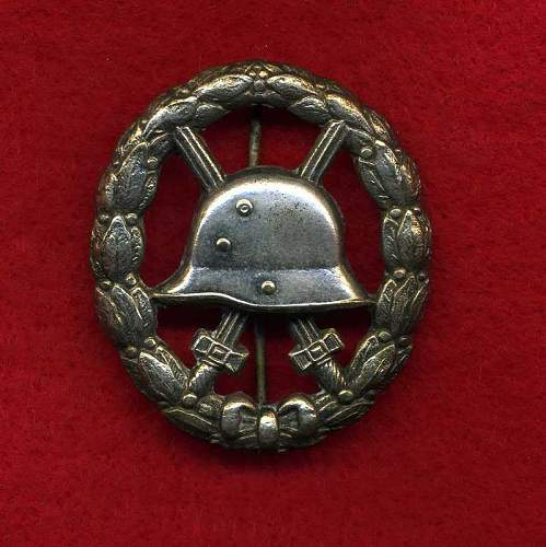Click image for larger version.  Name:WW1CutOutSilverWoundBadgefront.jpg Views:265 Size:53.7 KB ID:439118