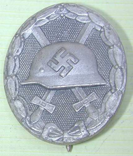 Click image for larger version.  Name:ww2 wound badge silver 1.jpg Views:685 Size:48.4 KB ID:439512