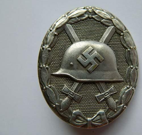 Verwundetenabzeichen in Schwarz and Silber.