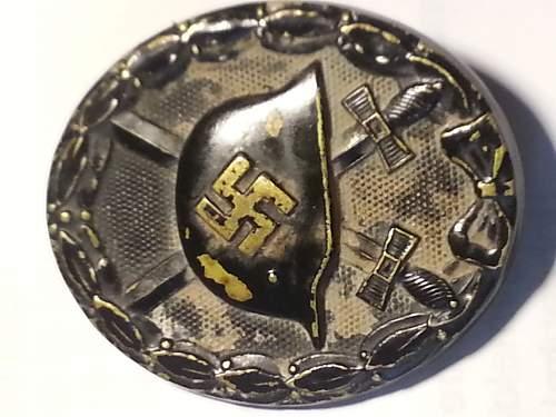 Help to identify Verwundetenabzeichen 1939 in Schwarz