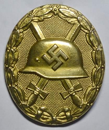 Unmarked Verwundetenabzeichen in Gold. Is hinge ok?