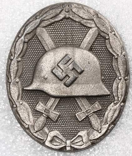 Verwundetenabzeichen 1939 in Gold l/11 deumer , fake?