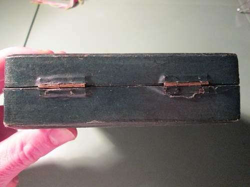 new pick up ..a box for 3 medal ...ek 1 ,ek2 , vwa ...