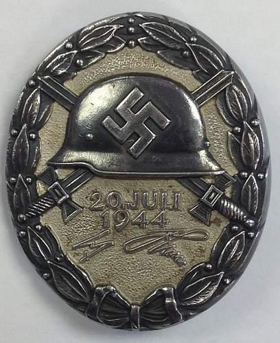 Click image for larger version.  Name:Verwundetenabzeichen 20 Juli 1944 in Schwarz.jpg Views:106 Size:109.2 KB ID:839710