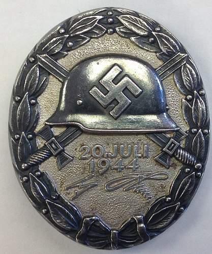 Click image for larger version.  Name:Verwundetenabzeichen 20 Juli 1944 in Schwarz 2.jpg Views:74 Size:182.2 KB ID:839711