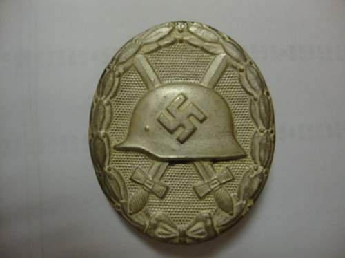 Click image for larger version.  Name:MY W&L 100 SILVER WOUND BADGE 2..jpg Views:46 Size:166.6 KB ID:895732